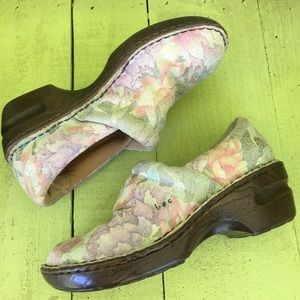 BOC Born Norda Floral Comfort Leather Clogs 7/38